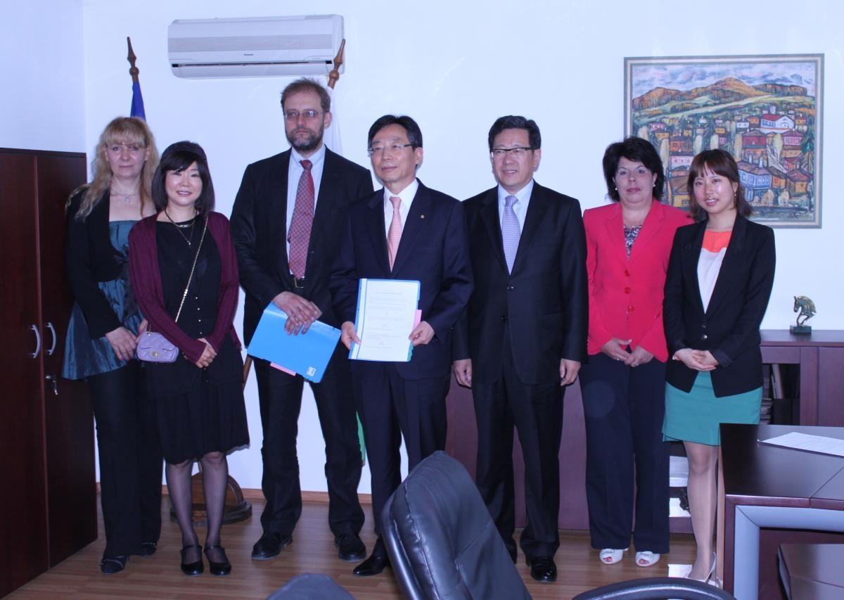 Сътрудничество с Южна Корея