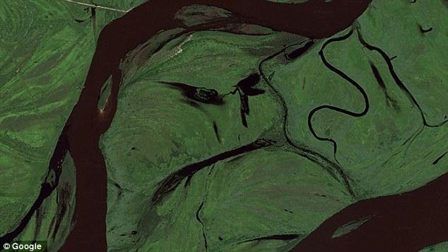 Приложение издирва лица в Google Earth