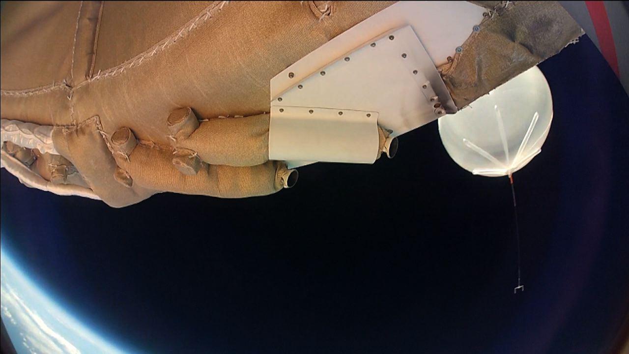 """НАСА тества успешно космическа """"летяща чиния"""""""