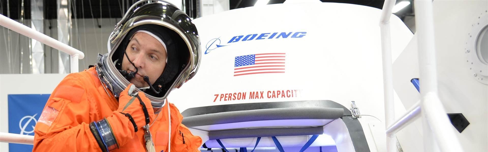 Боинг и СпейсЕкс ще строят космически кораб за НАСА