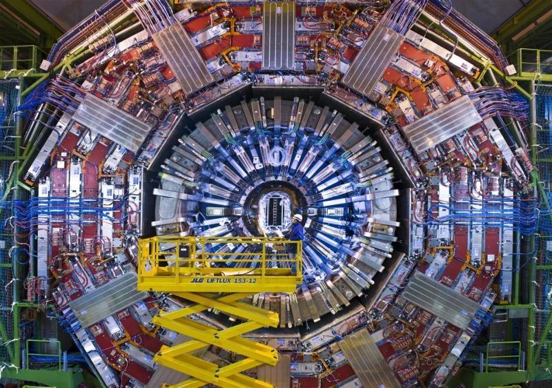 Пускат колайдера в ЦЕРН през март 2015 г.