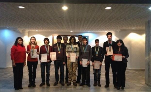 Седем медала донесоха ученици от СМГ от олимпиада в Казахстан