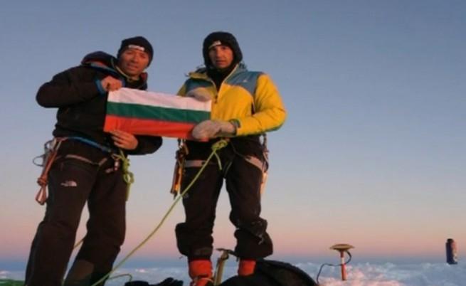 Алпинистите от 23-тата българска антарктическа експедиция в кратко видео от вр. Лясковец, о-в Ливингстън