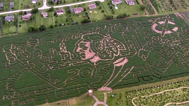 Фермери създадоха лабиринт в чест на хокеен отбор