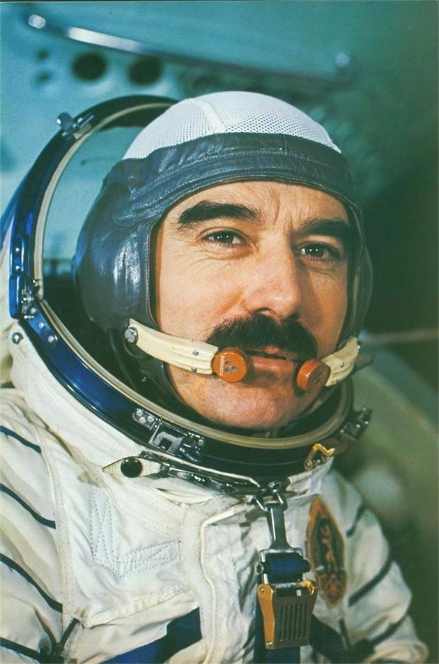 Първият български космонавт става на 75