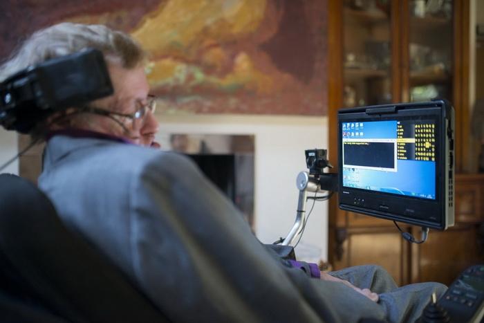 Софтуерът за гласовата система на Стивън Хогинг вече е с отворен код