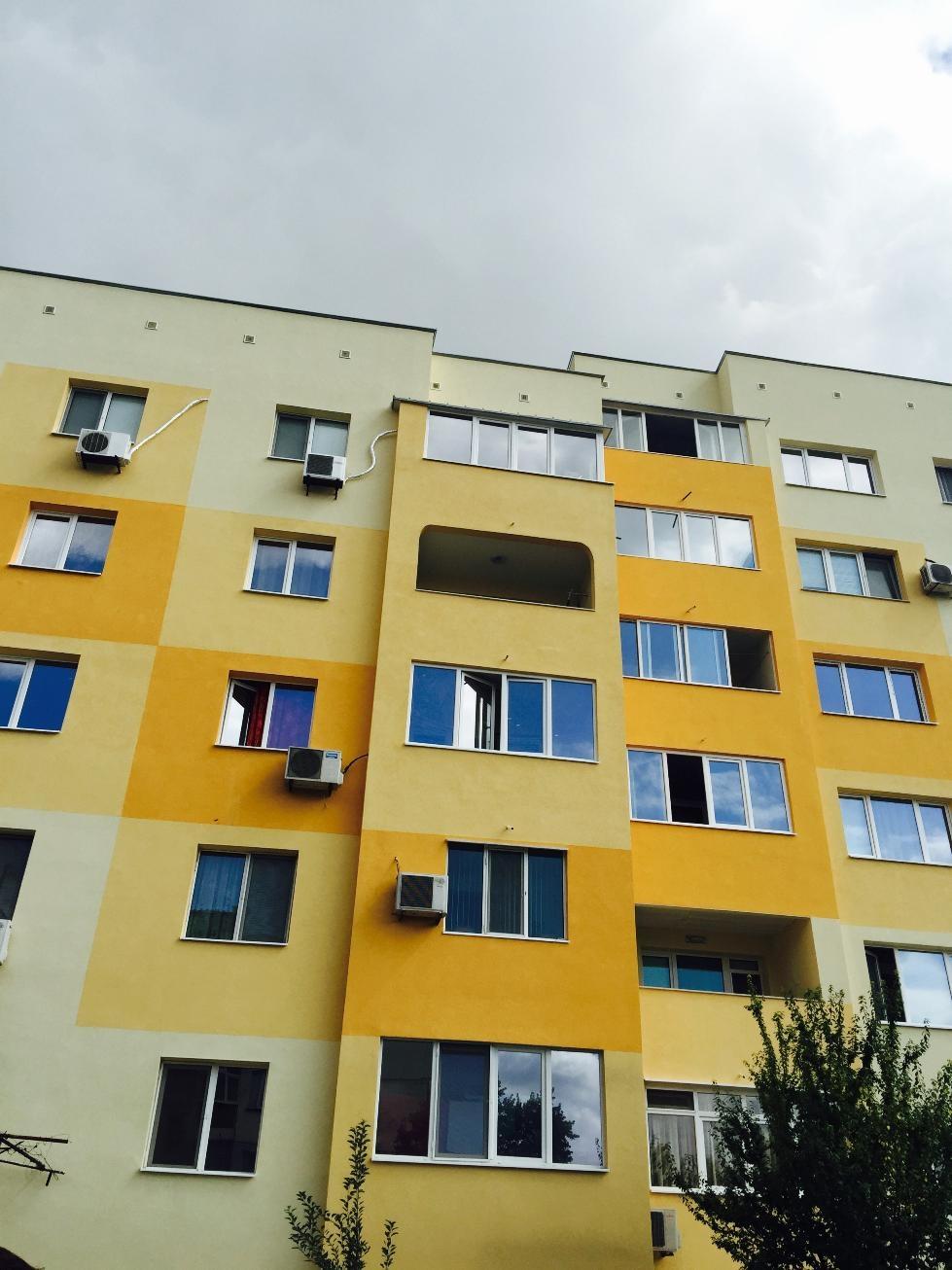Павлова раздаде грамоти на собствениците на първия саниран блок