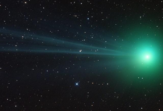 На комета, преминаваща покрай Земята, откриха алкохол и захар