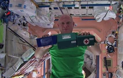 Космонавти си организираха цирк