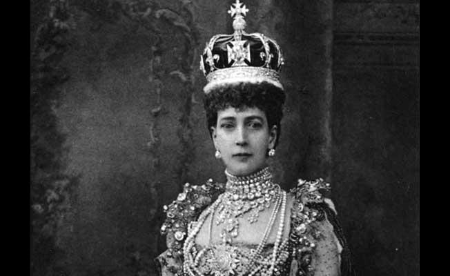 indians-sue-englands-queen-demanding-the-return-of-the-100m-pound-koh-i-noor-diamond-652x400-2-1447137536
