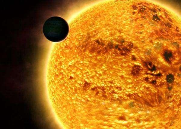 Меркурий засенчва Слънцето днес