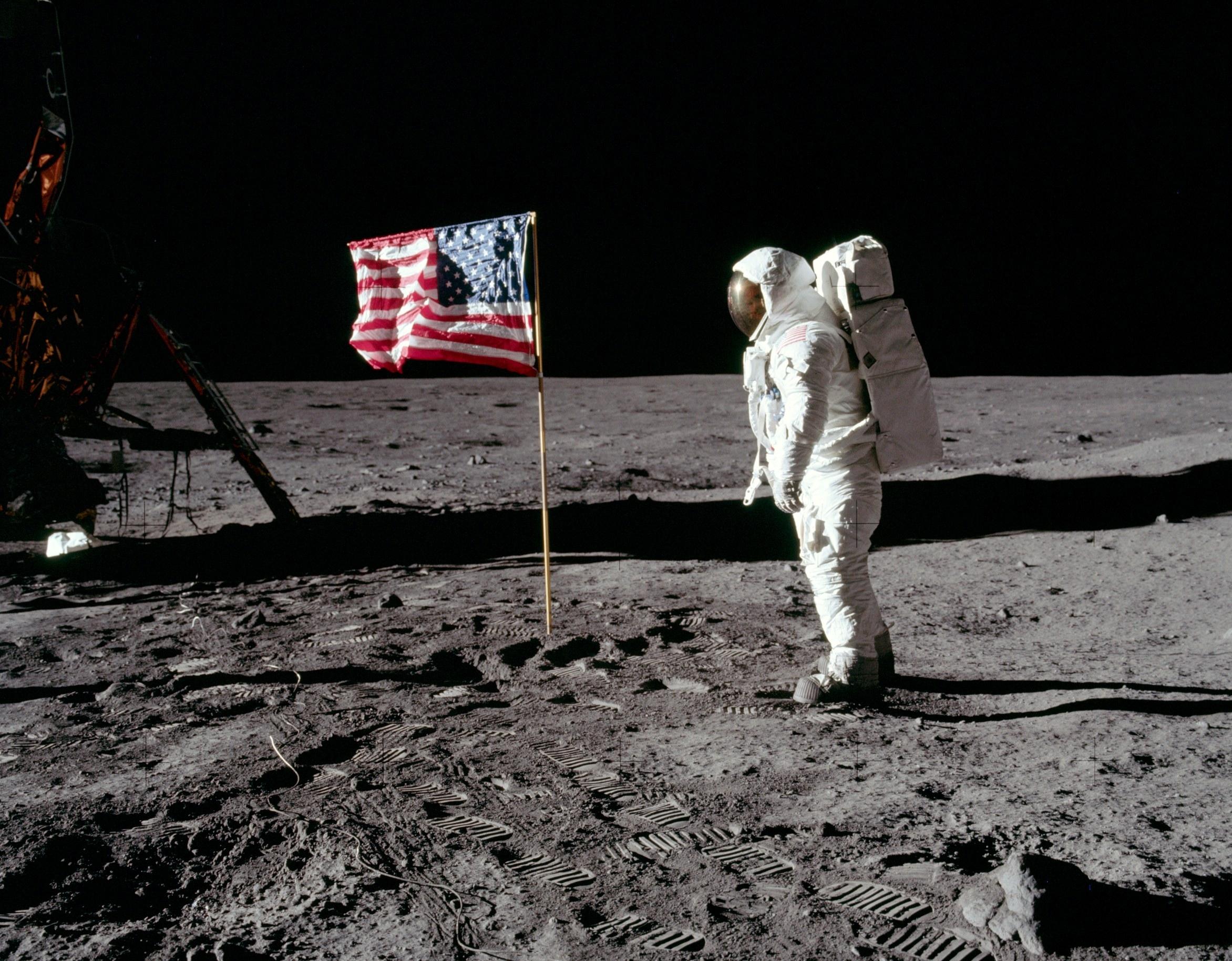 Целият програмен код на Аполо 11 вече е достъпен в интернет