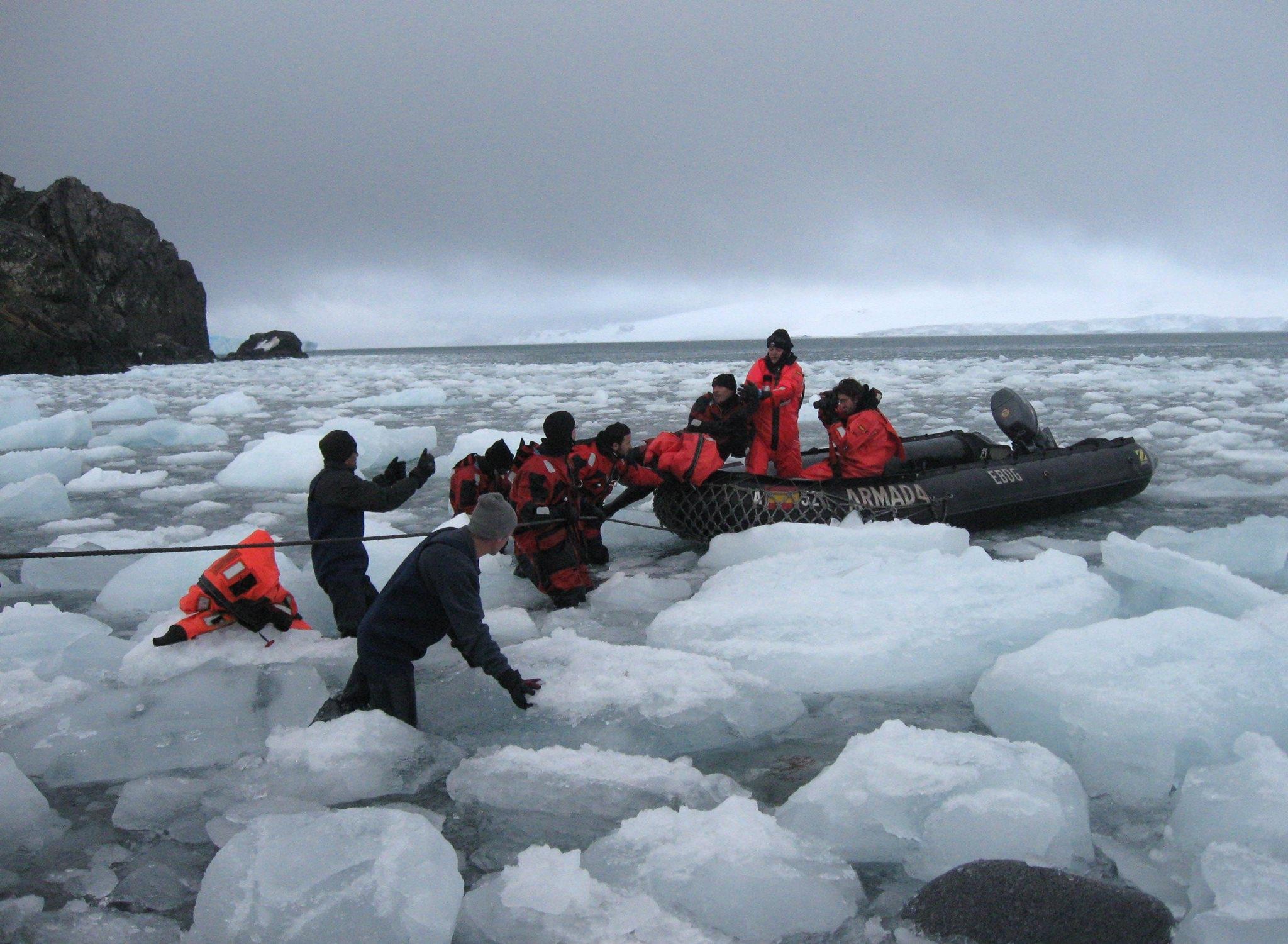 Първата българска група антарктици пристигна на о. Ливингстън