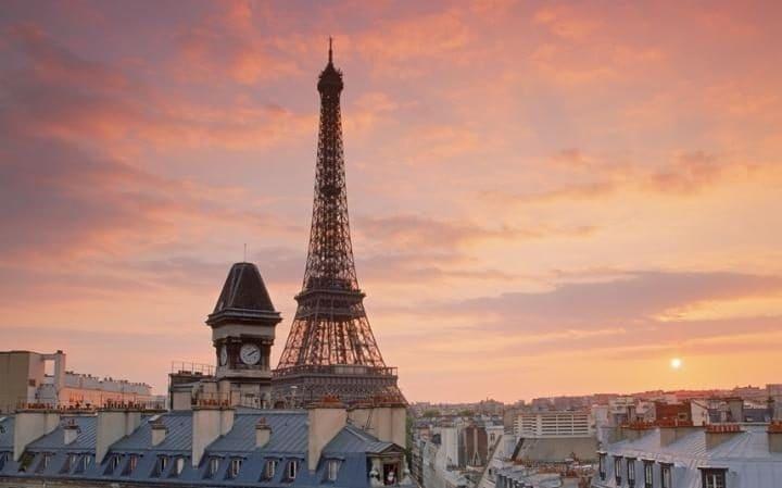 Космически прах по покривите на Париж, Осло и Берлин