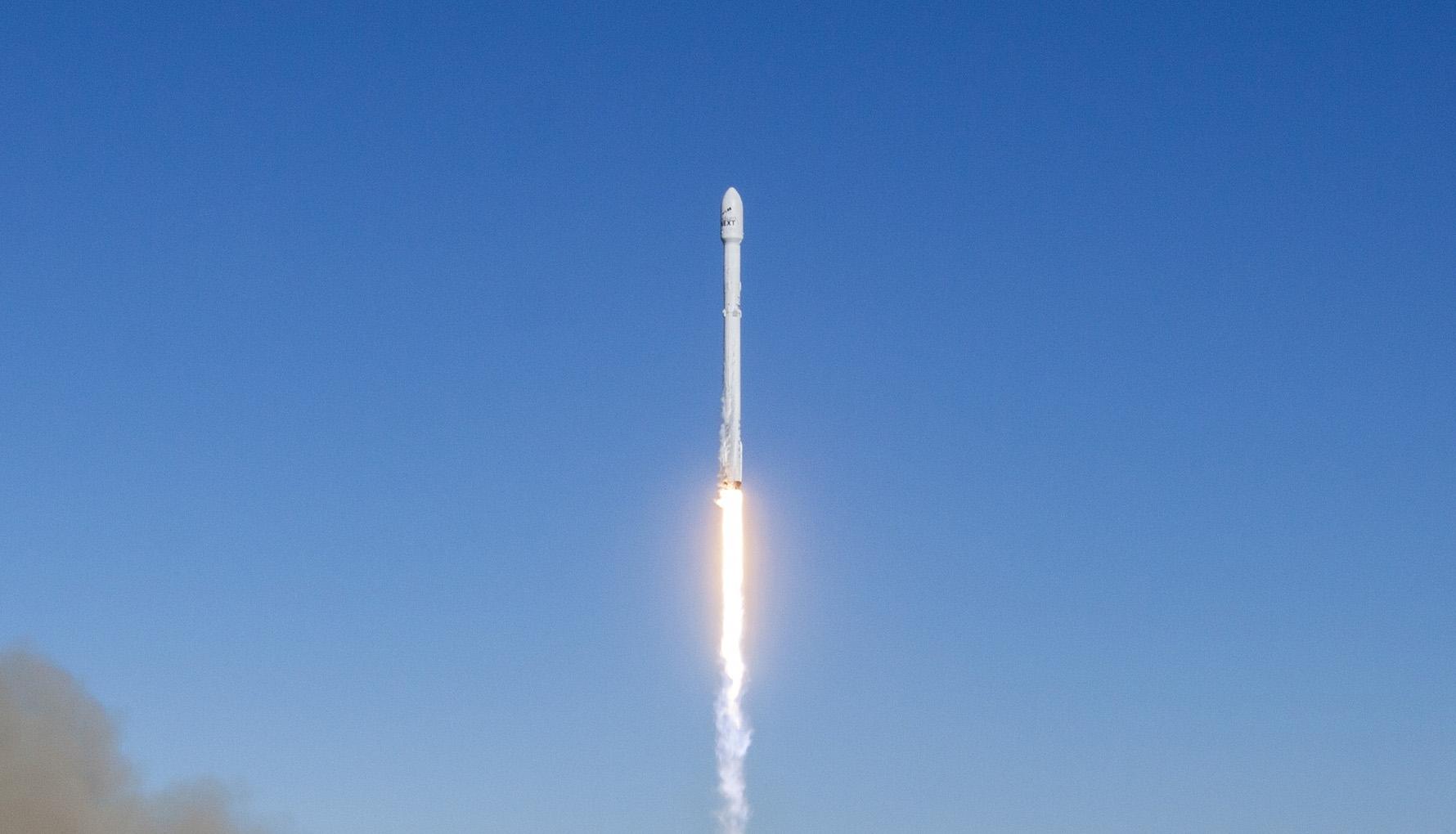SpaceX успешно поднови космическите си полети