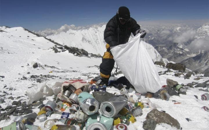 Непалското правителство иниицира почистване на Еверест
