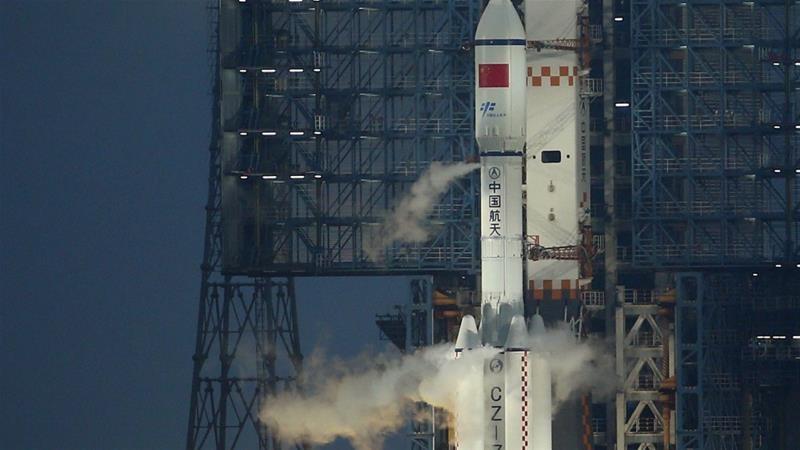 Китай с успешно изстрелване на първи товарен кораб към орбиталната си станция