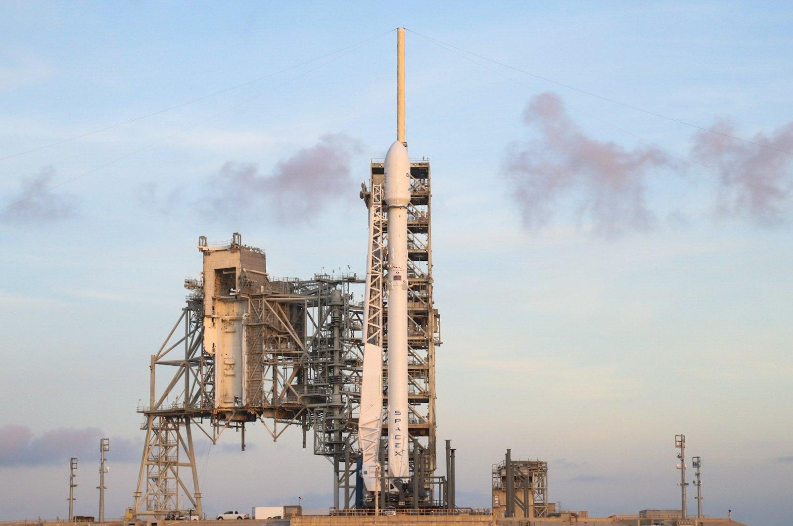 Първият български сателит ще бъде изстрелян тази вечер
