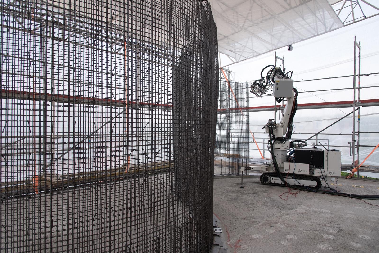 Близо до Цюрих роботи строят триетажна къща