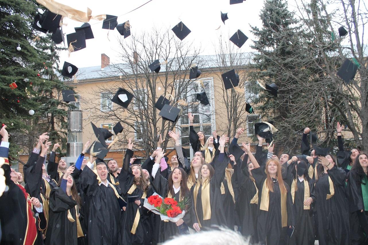 Връчват дипломите в Миннотехнологичния факултет на МГУ седмица преди Коледа