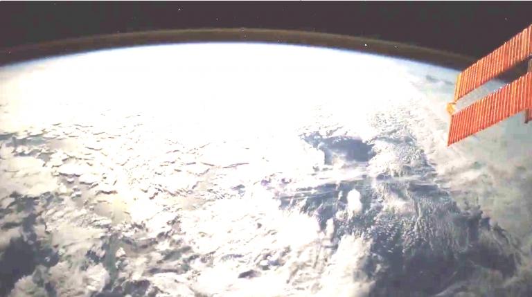 Астронавтът Паоло Несполи засне метеор от космоса