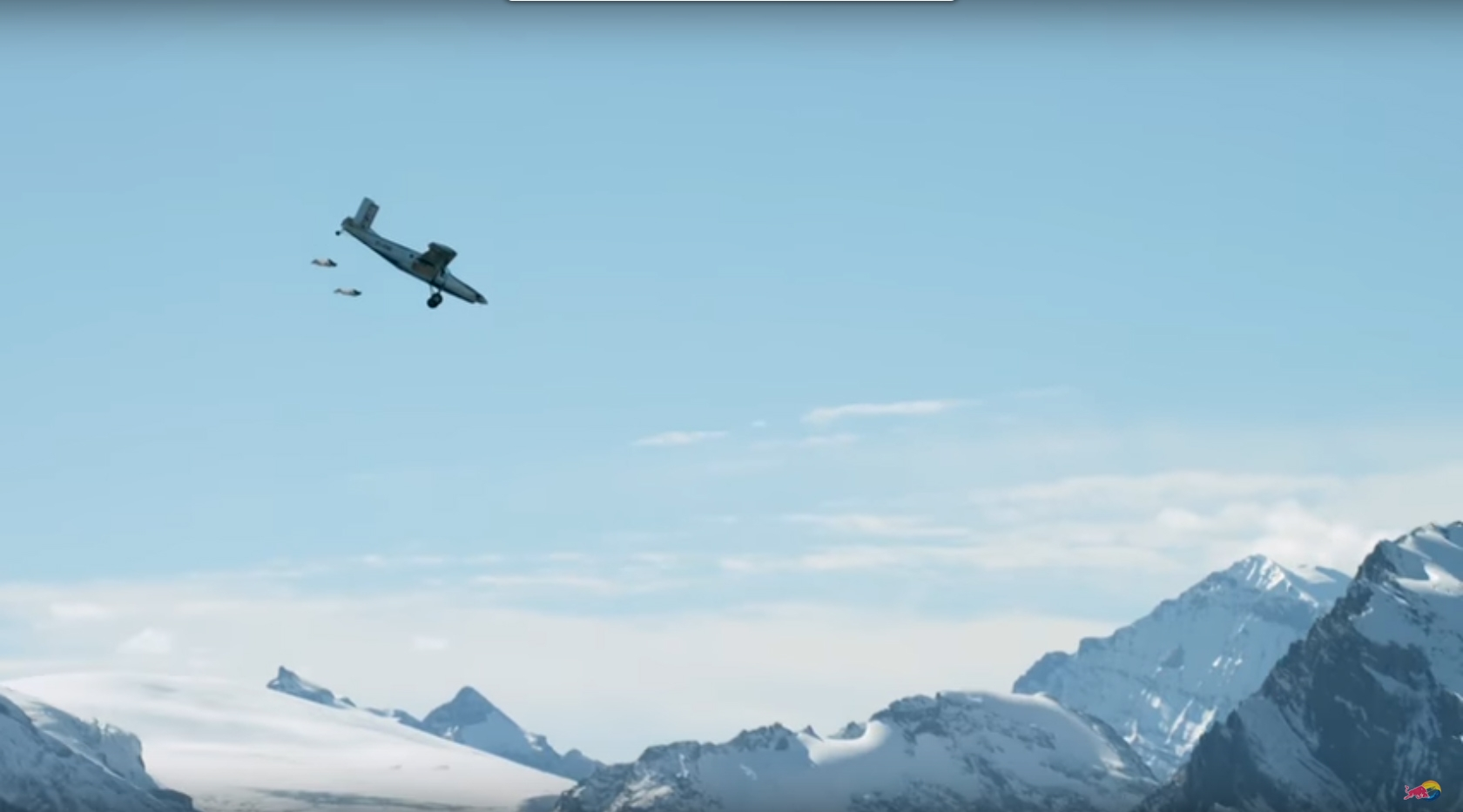 Видео: Двама французи се качиха в самолет по време на полет