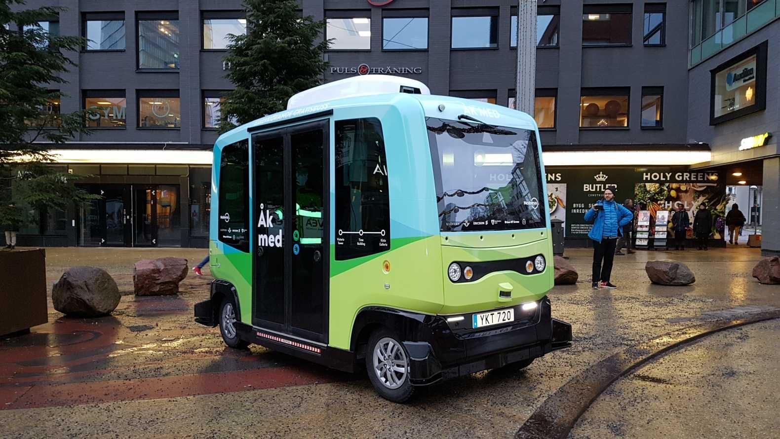 В Швеция заработиха първите самоуправляеми автобуси
