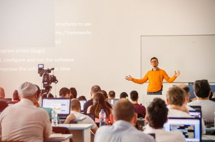 Отварят частна гимназия за програмисти