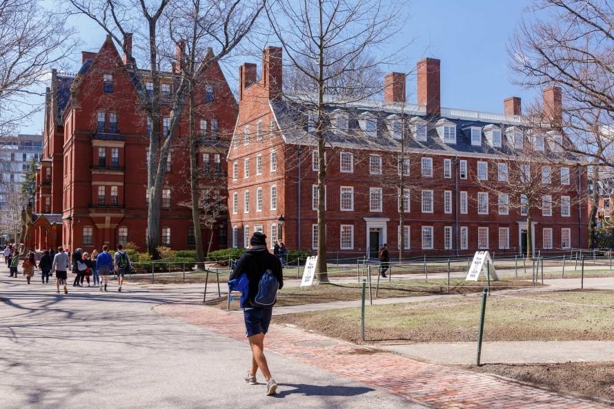 Седем български ученици с награда на Харвард