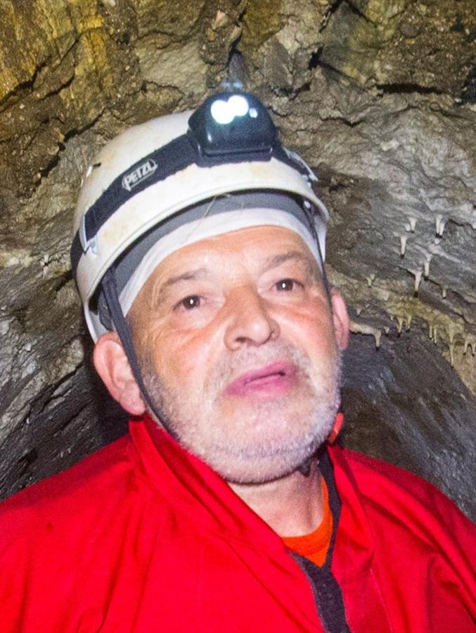 С лупа и телескоп при спелеолога Алексей Жалов: Картирахме над 200 пещери на Атон