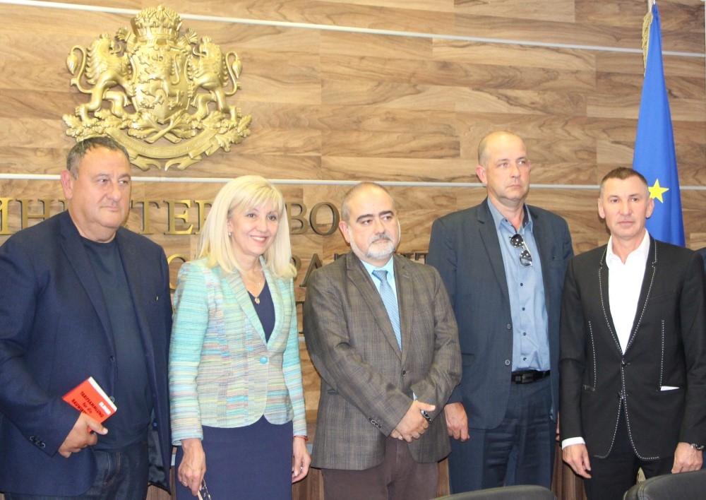 Министър Аврамова обсъди теми от взаимен интерес с ръководството на Камарата на строителите в България