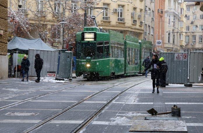 """Започнаха пробите на трамвайното движение по ул. """"Граф Игнатиев"""" в София"""