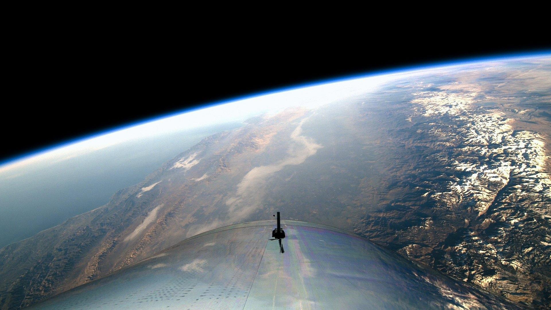 """""""Върджин галактик"""" с успешен пилотиран полет до космоса"""