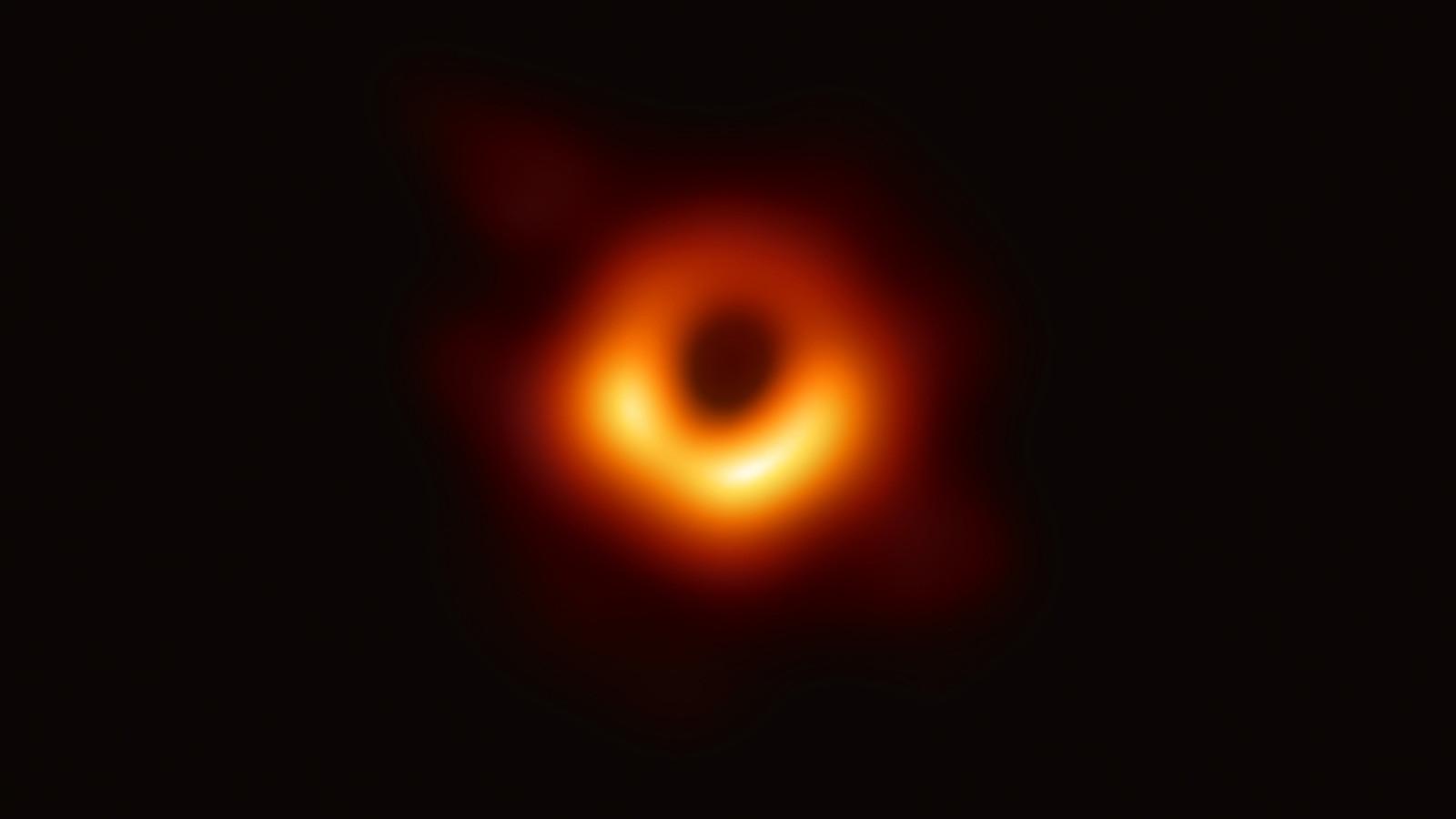 Показаха снимка на черна дупка