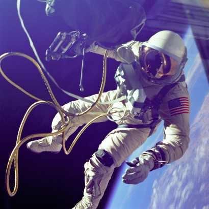 Две жени ще направят първата дамска космическа разходка