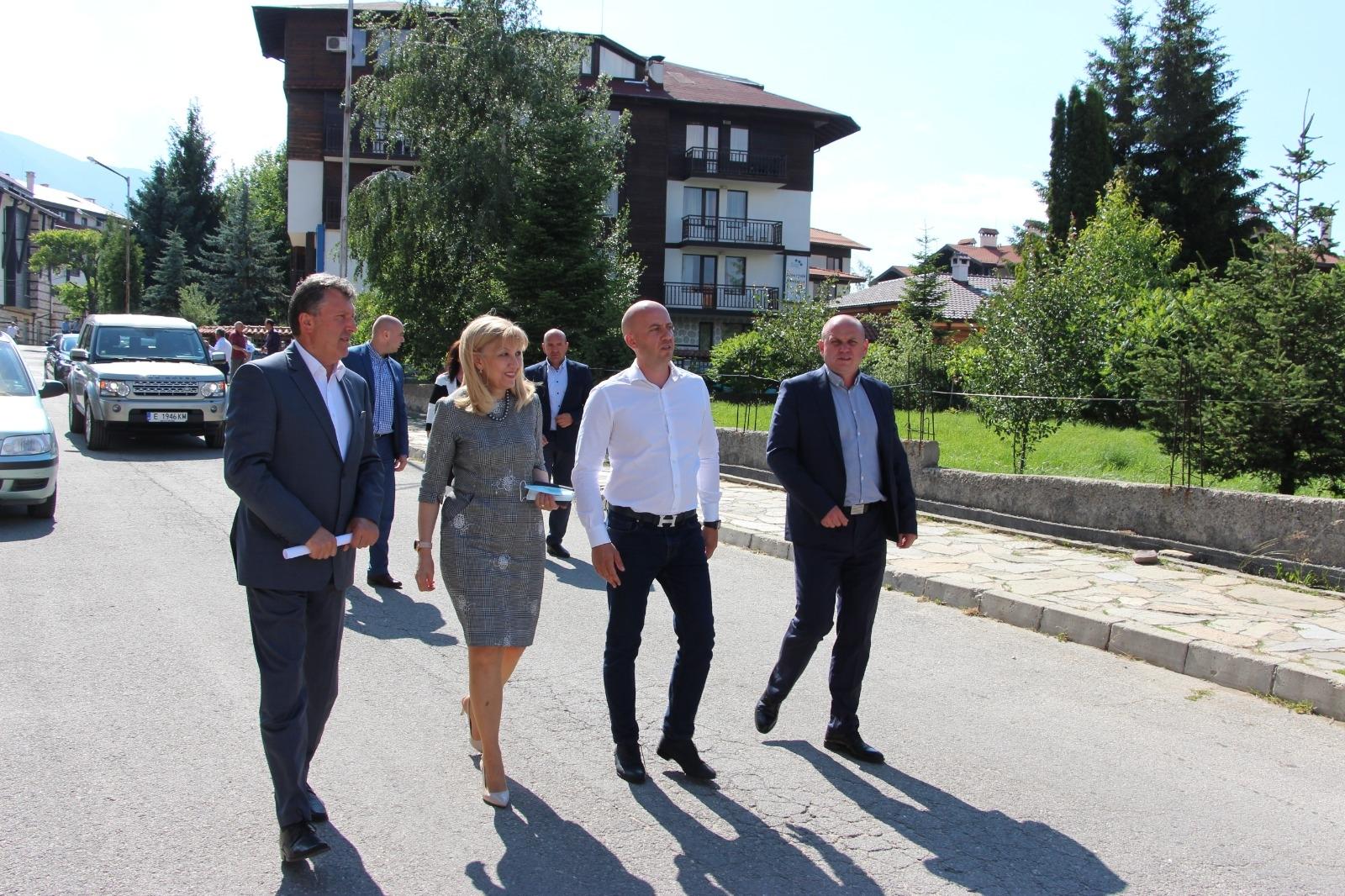 Аврамова инспектира строежа на околовръстното в Банско