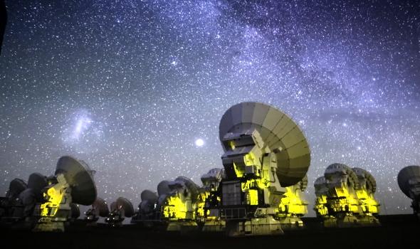 Любители на звездите съдят за светлинно замърсяване