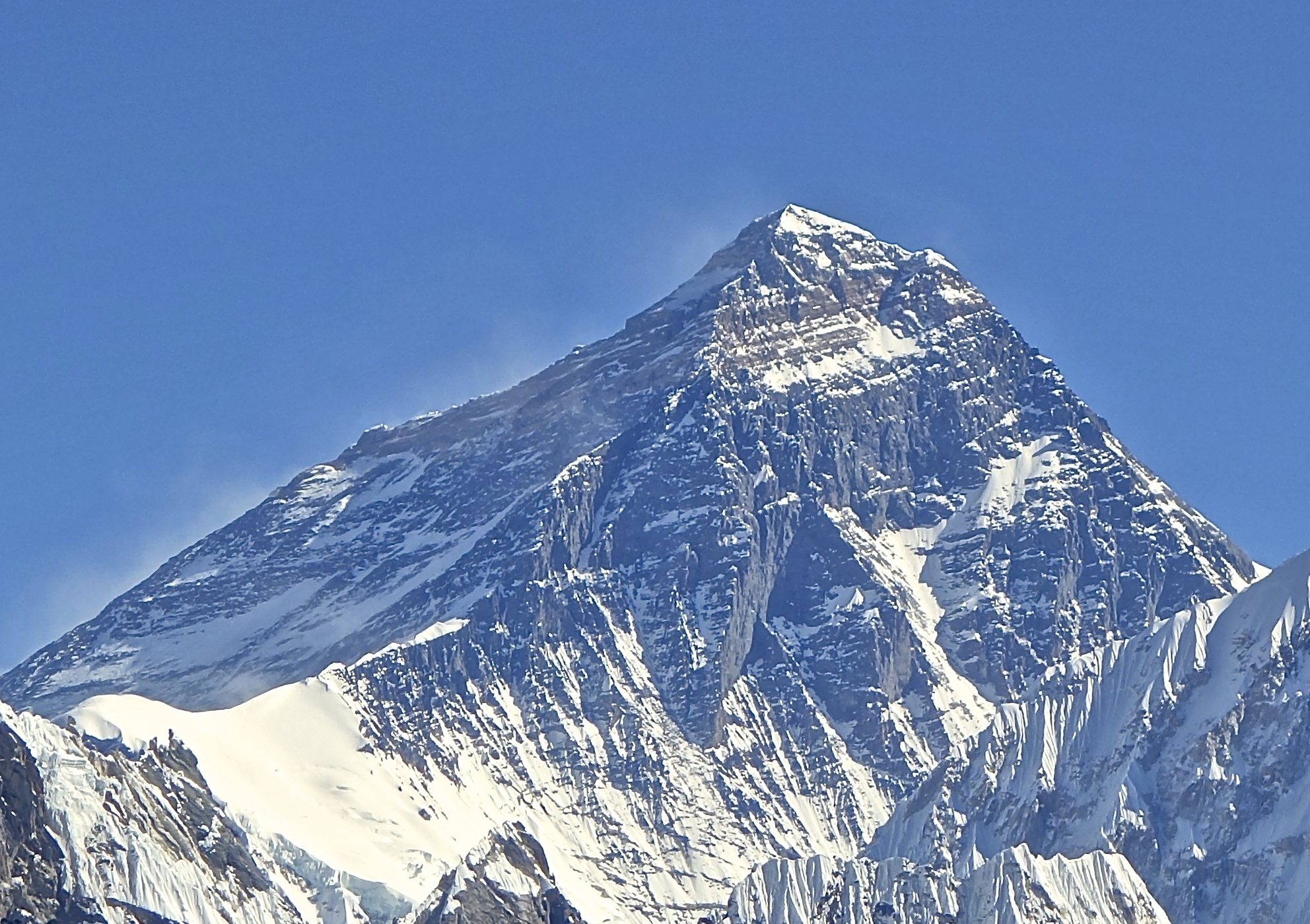 Изчислиха с колко е пораснал Еверест