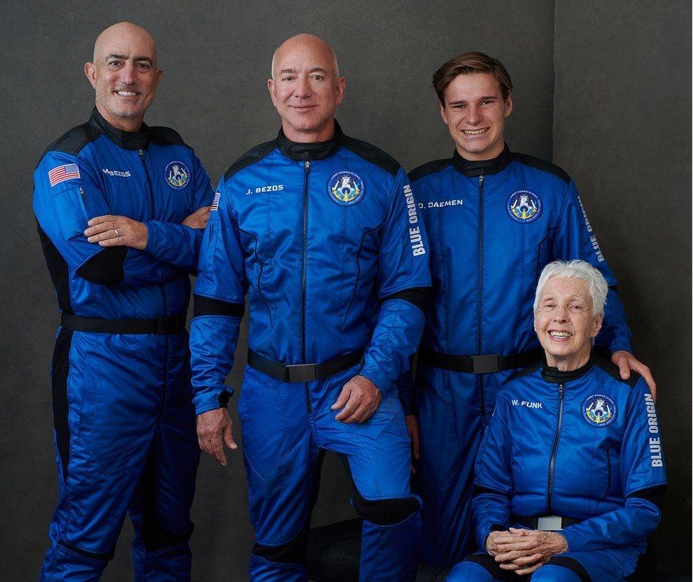 Джеф Безос лети днес без пилот в космоса