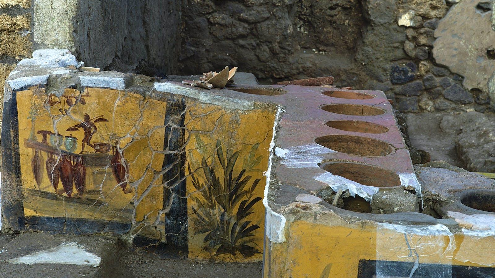 Отварят след хилядолетия бар в Помпей