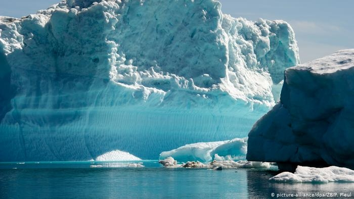 Нечувано: Валя дъжд над ледената шапка на Гренландия