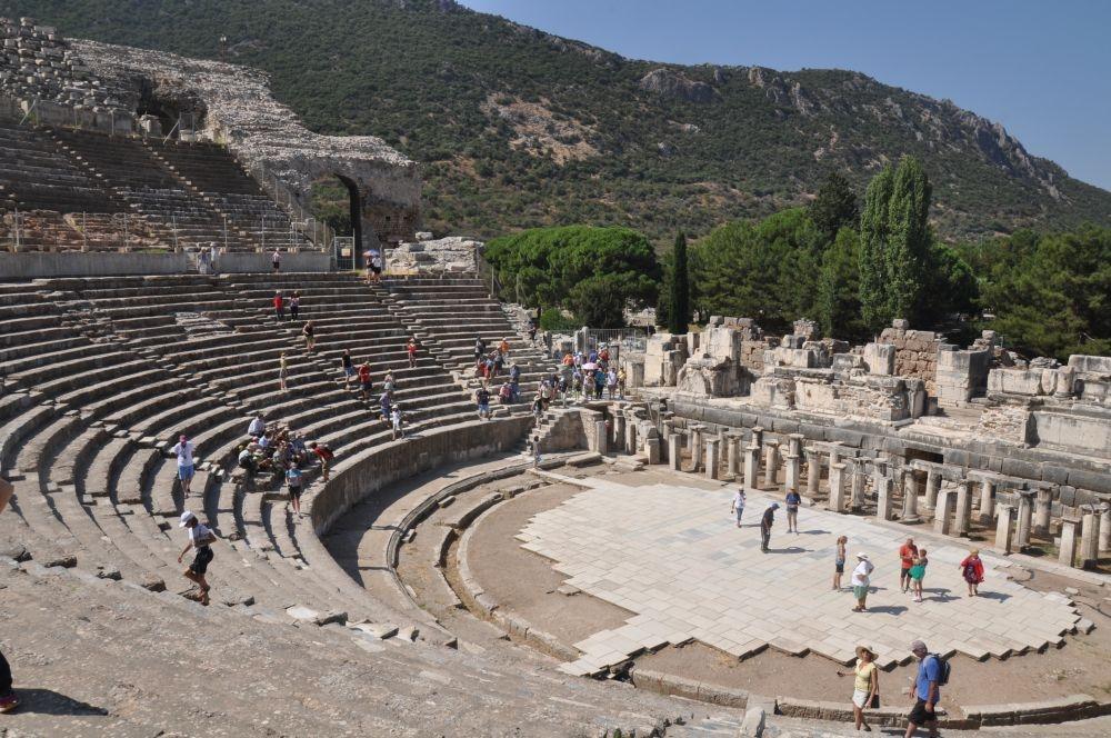 Отварят театъра в Ефес
